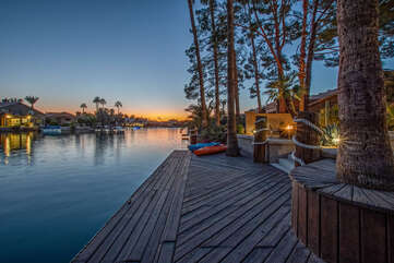 GILBERT LAKE TREASURE offers you spectacular sunsets on Val Vista Lakes, a one of a kind Gilbert neighborhood.