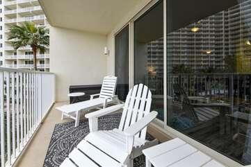 Balcony area / de-stress zone
