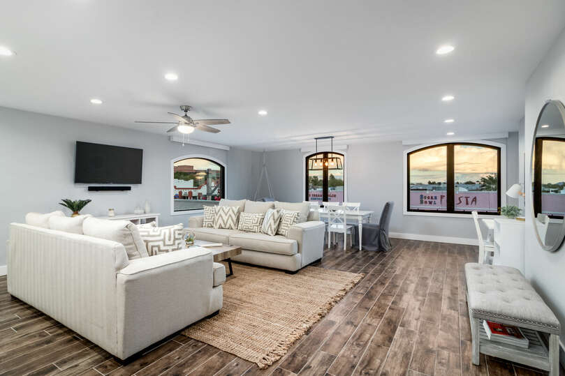Enjoy luxurious, modern living home in the heart of Old Town Scottsdale.