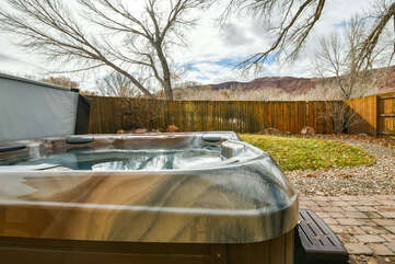Private hot tub and yard with a view