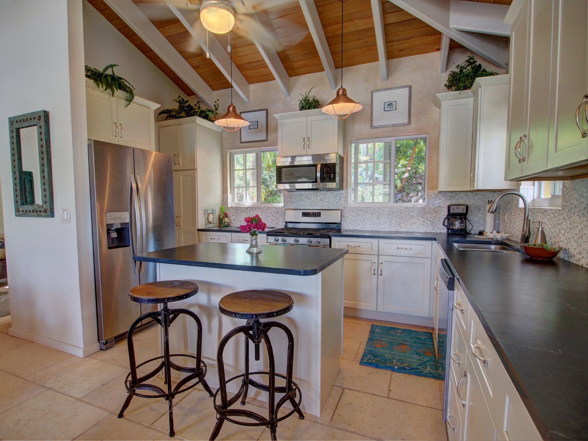 Perfect and well appointed kitchen with island
