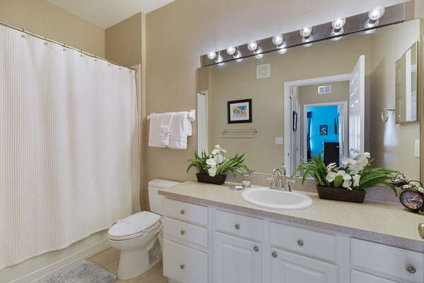 Theres plenty of room to get ready in the ensuite bathroom