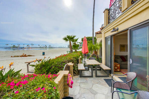 Bayfront Outdoor Seating, Dining Area, BBQ & Beach Access!