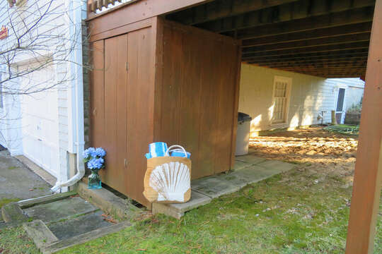 Fully enclosed outdoor shower-- 209 Indian Hill Road Chatham Cape Cod New England Vacation Rentals