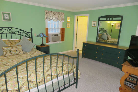Queen bedroom on 1st floor with ensuite--209 Indian Hill Road Chatham Cape Cod New England Vacation Rentals