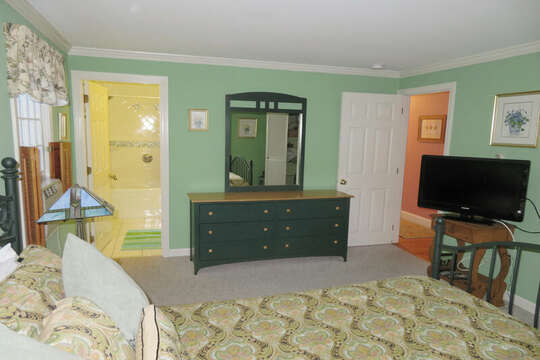 Flat screen Tv and a/c -- 209 Indian Hill Road Chatham Cape Cod New England Vacation Rentals