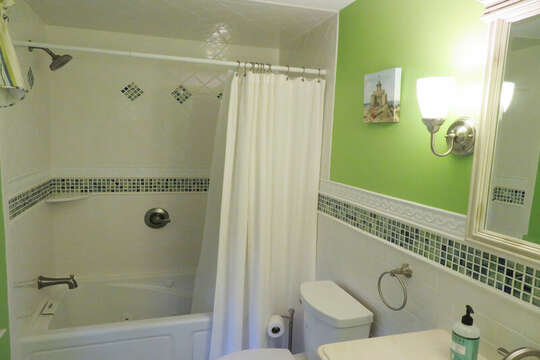 Full bath off Queen bedroom on 1st floor-- 209 Indian Hill Road Chatham Cape Cod New England Vacation Rentals