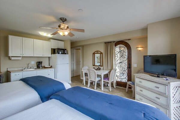 Guest Suite, 2 Queen Beds with Kitchenette, TV and Balcony