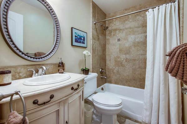 Guest Bathroom, Tub/Shower