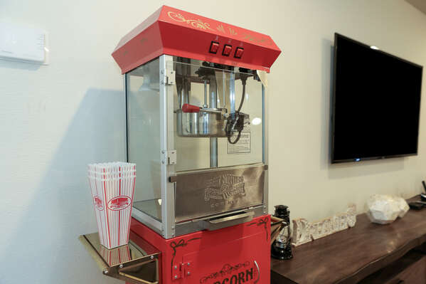 Make your own popcorn with this vintage popcorn machine