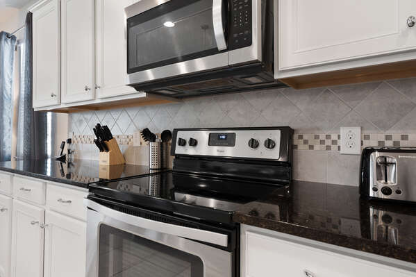 The stainless steel gives the kitchen a modern elegance feel