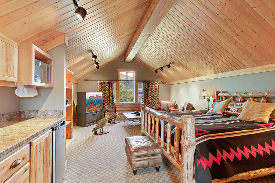 Leaky Waders ~ accommodations above garage w/ king bed and private full bathroom w/ shower
