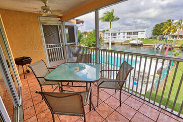 Screened in Lanai with pool and water views fo rht edirect access canal