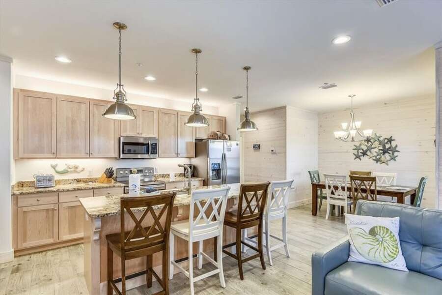 Large Fully Equipped Kitchen with Seating at the Breakfast Bar