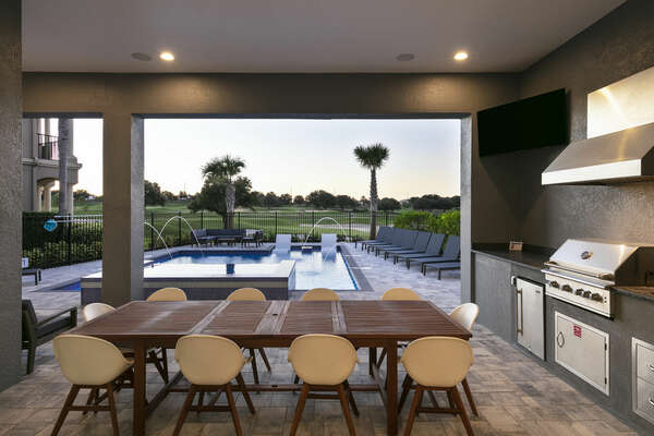 Outdoor dining seating for 10 guests