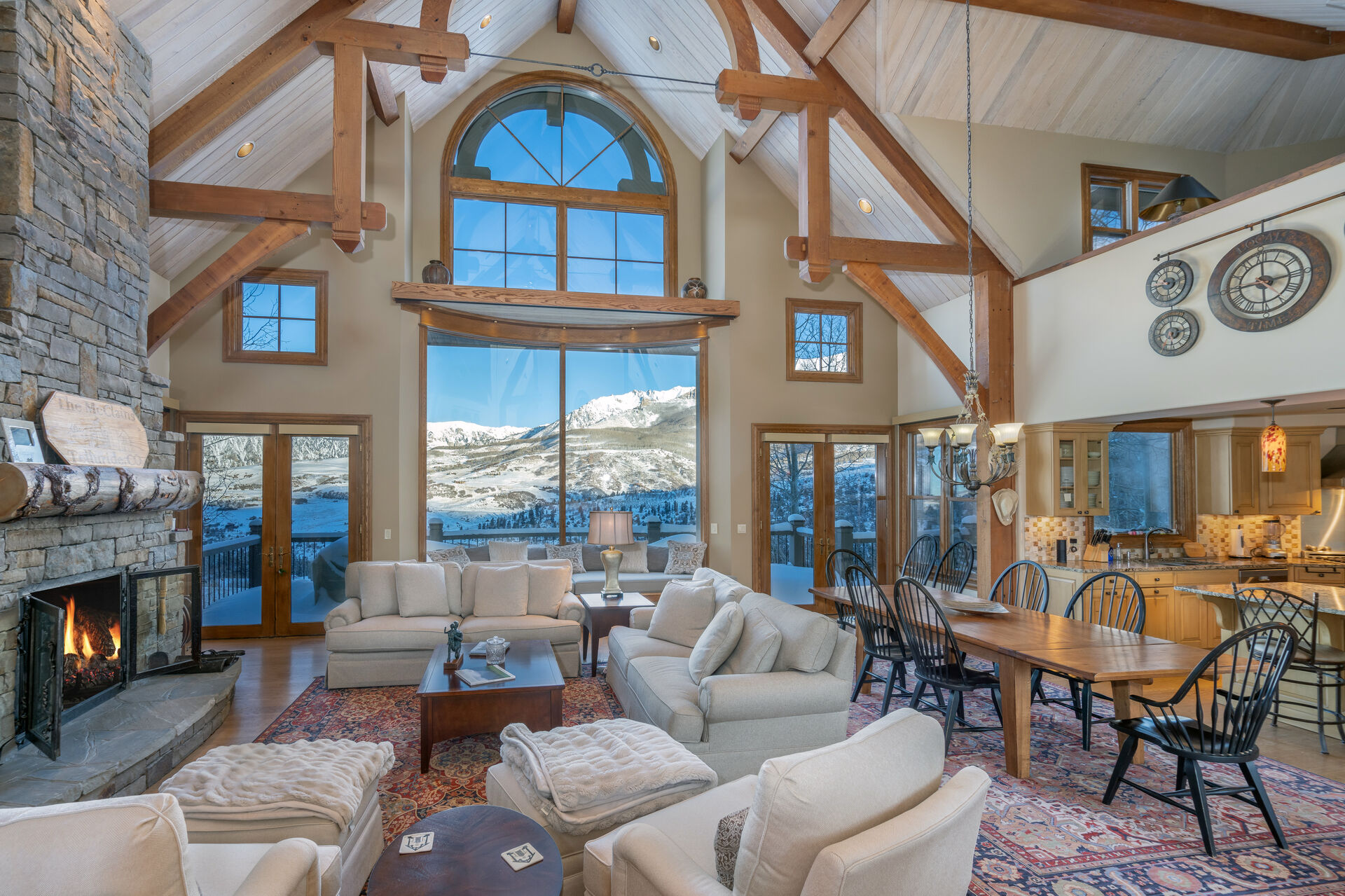 The living and dining area of this Telluride golf rental.