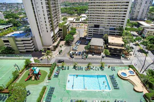 The rec-deck (one of the largest in Waikiki) is like your own mini-Park.  Pool, hot tubs, kids' play apparatus, tennis court and basketball hoop, barbecues and picnic tables.  Shade for quiet reading. (Lots of lounge chairs)  Saunas and restrooms  there too!