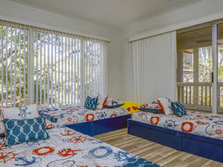 Guest room with 3 twin beds