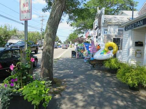 Short drive to Harwich Port for shopping and dining! Harwich Cape Cod