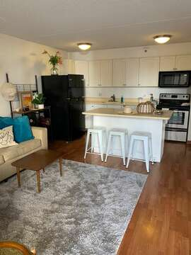 Fully equipped chef's kitchen let you decide if you want to eat out at hundreds of fabulous Waikiki restaurants or stay home and eat home made food with the best view in Town!