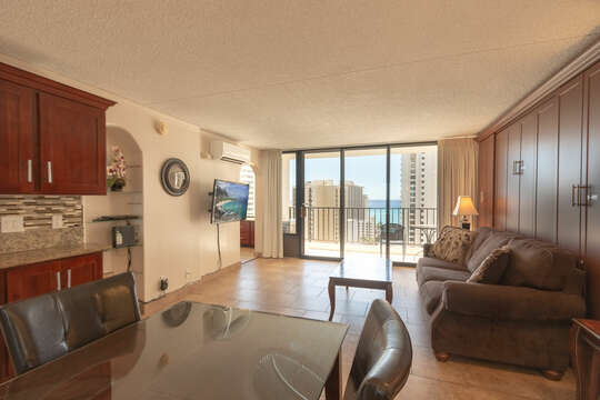 Beautifully remodeled unit. Has soundproof windows, central air.