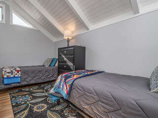 2 Twin beds in loft