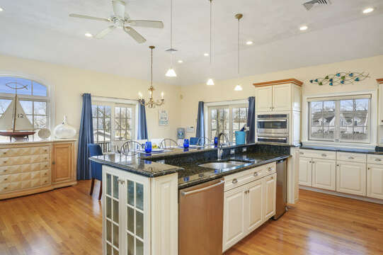 Bright and light! 306 Millway Barnstable Cape Cod New England Vacation Rentals