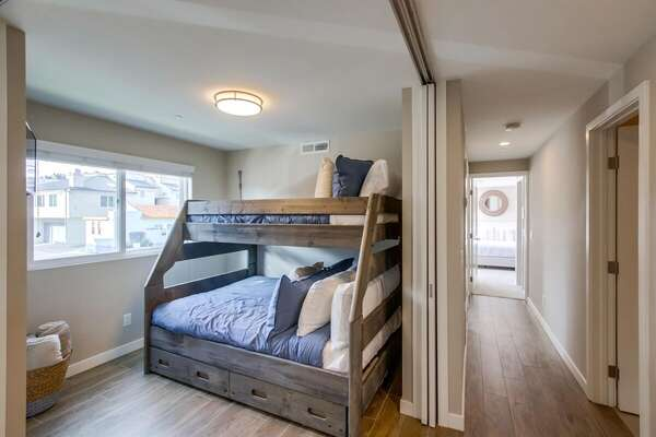 Full/Twin Bunk Bed and Trundle