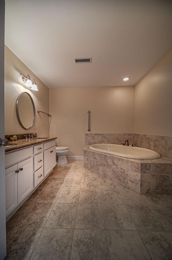 Bathroom with jacuzzi-style tub