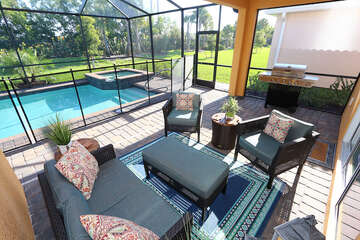 Screened in patio with a lanai