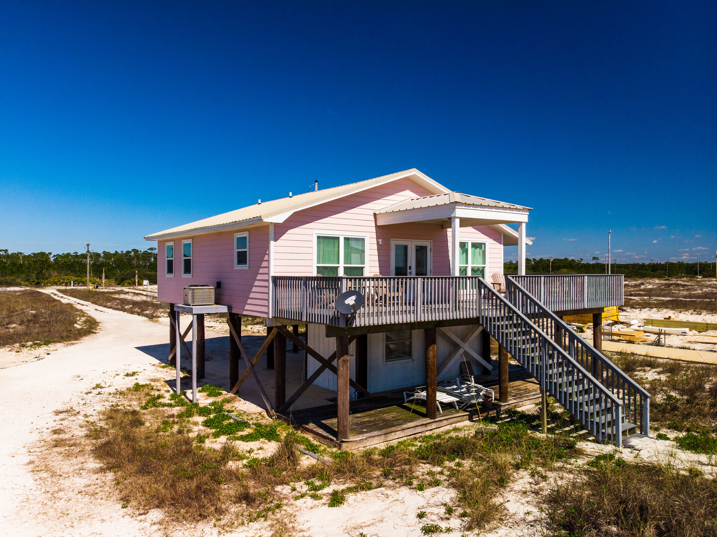 Outside view of this Gulf Shores cottage rental