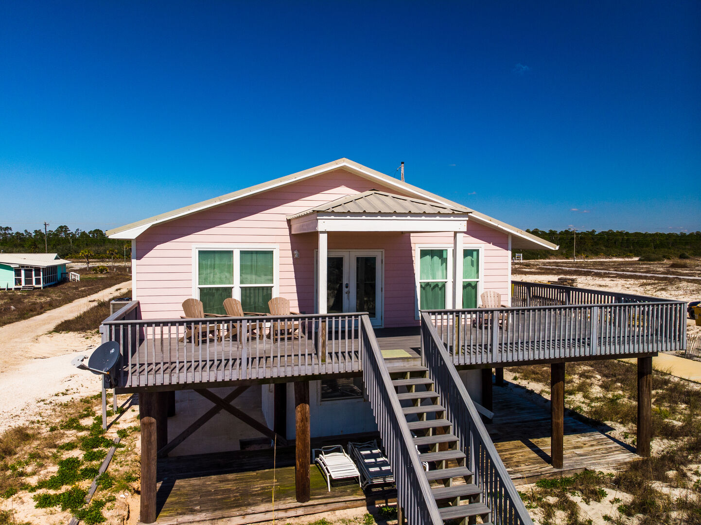The exterior of this Gulf Shores cottage rental