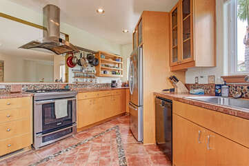 Kitchen with beautiful south-west tile. Enjoy cooking in this 2nd floor kitchen.