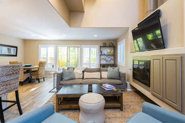 Great amenities! Gas fire place, Smart TV and cable.