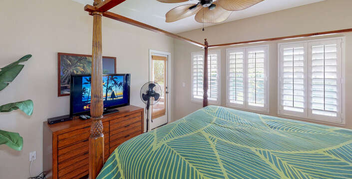 Large Master Bedroom with King Size Bed in this oahu rental