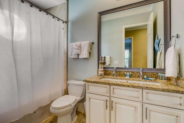 Upstairs hallway bathroom with a shower/tub combination