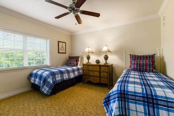 Kids bedroom with 2 twin beds