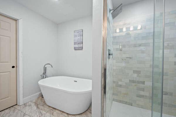 Upstairs Master En-Suite Bathroom