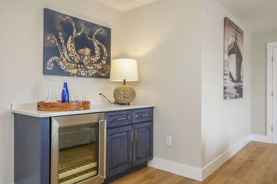 Bonus room with Dry Bar. Unit 204,557 Route 28, Harwich Port, Cape Cod, New England Vacation Rentals