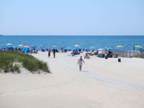 Bank Street Beach in Downtown Harwich Port. Cape Cod, New England Vacation Rentals.