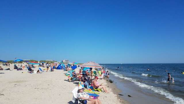 Bank Street Beach in Downtown Harwich Port. Cape Cod New England Vacation Rentals.