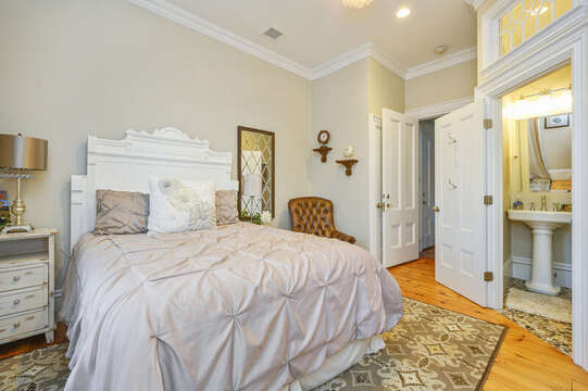 The Edgartown bedroom with Queen bed and en suite bath with shower. 525 Route 28, Harwich Port, Cape Cod, New England Vacation Rentals