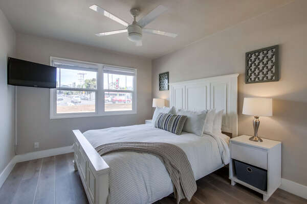 Master Bedroom Features Queen Bed.