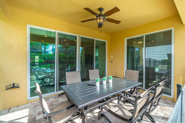 Covered lanai with seating for 6 and ceiling fan