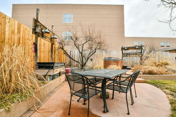 Hot Tub, Grill, Outdoor dining - Shared
