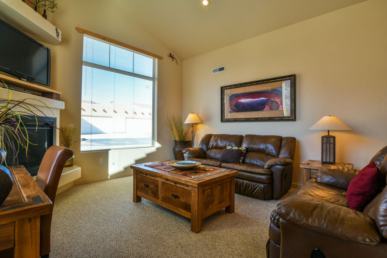 Comfortable Living Room Perfect for Lodging Rim Village