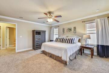 Master King bedroom suite with private balcony