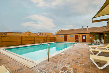 Swimming Pool and Hot Tub Lodging Rim Village