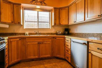 Large Kitchen and Nice Countertop Space Lodging in Moab Utah Area
