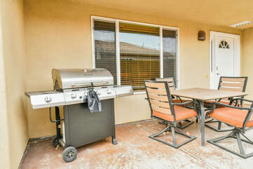 Patio with gas BBQ and Outdoor Seating Lodging in Moab Utah Area